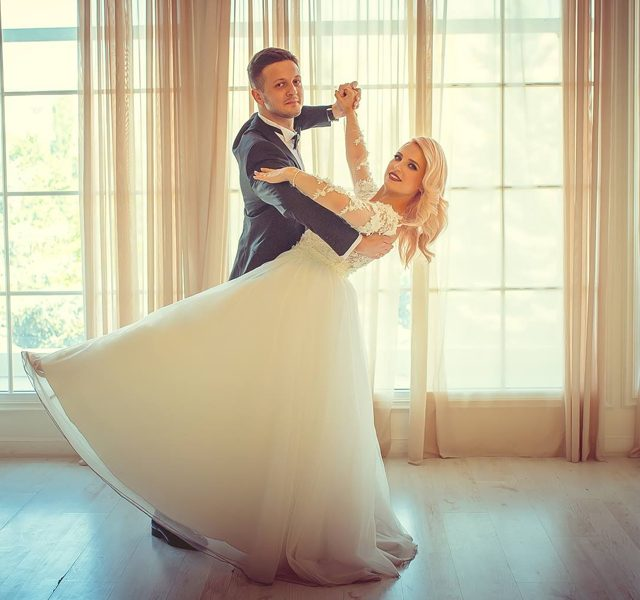 http://www.goldballroom.com/wp-content/uploads/2021/03/wedding_1200x600-640x600.jpg
