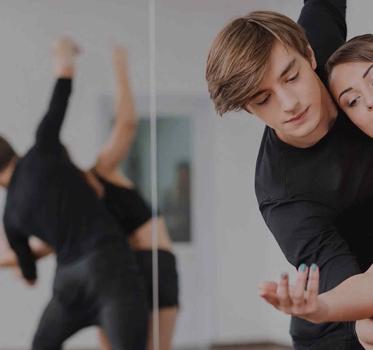 http://www.goldballroom.com/wp-content/uploads/2021/04/couple-dancing.jpg